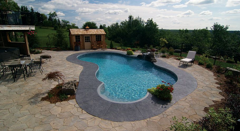 Free-Form Swimming pool with Granite Step